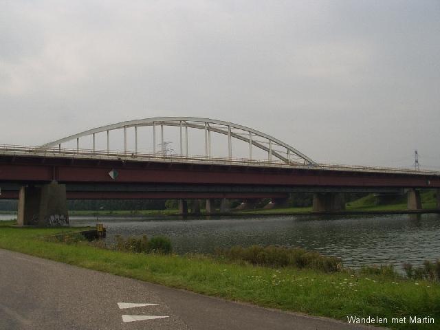 Brug over Schelde-Rijnkanaal
