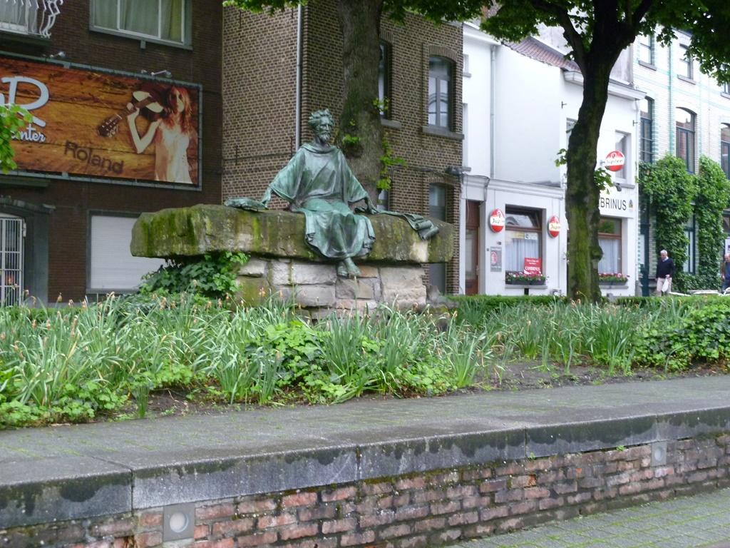 Standbeeld van Hendrik van Veldeken