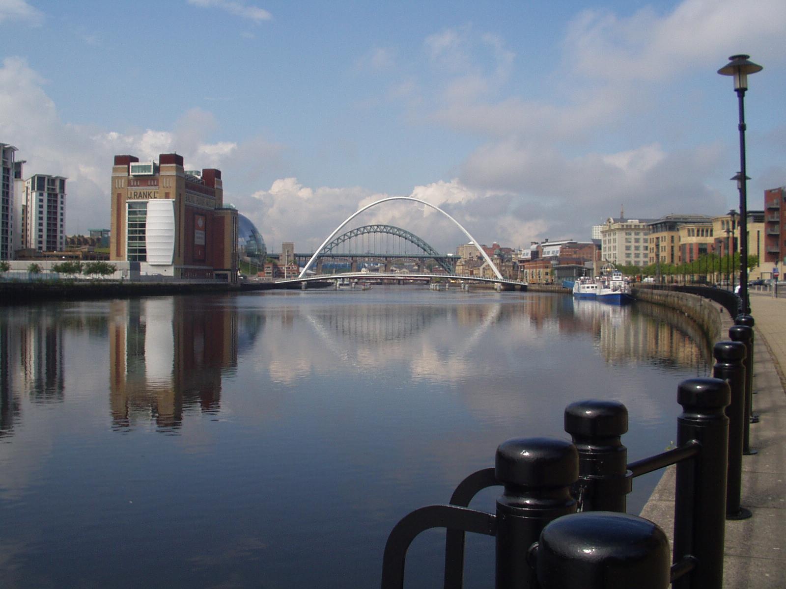 Newcastle met Milenium Bridge